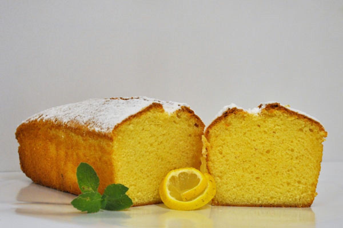 cytrynowe, tradycyjne ciasto piaskowe z nutą cytrynową