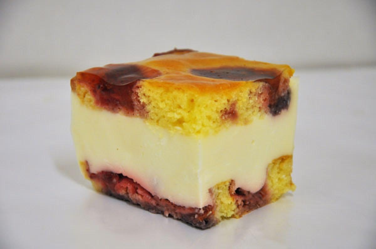 tutti frutti, biszkopt z truskawkami przekładany masą śmietanowo-serową