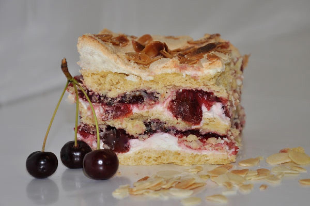 zemsta teściowej, ciasto półkruche ze śmietaną, wisniami i bezą